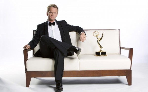 Neil-Patrick-Harris-with-Emmy-Award-600x375