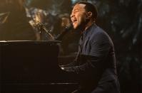 john-legend-2014-billboard-music-awards-performance-650