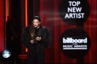 lorde-2014-billboard-music-awards-performance-650