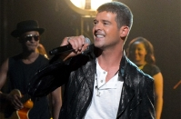 robin-thicke-1-2014-billboard-music-awards-performance-650